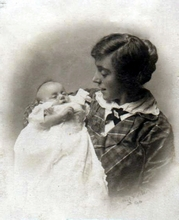 Picture of Dorothy Butt with baby Sid 1921