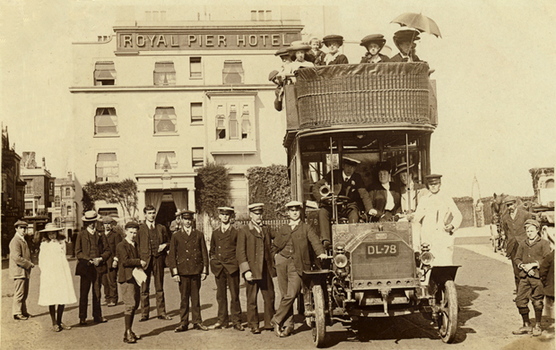 Picture of Isle of Wight Bus Service 1905