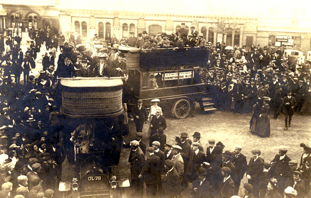 Picture of Start of Isle of Wight Bus Service 1905